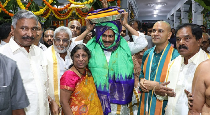 Jagan offers Silk vastrams