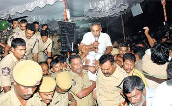 Police arresting Viveka